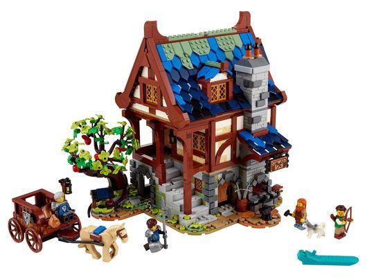 lego_21325_ideas_ferreiro_medieval_01